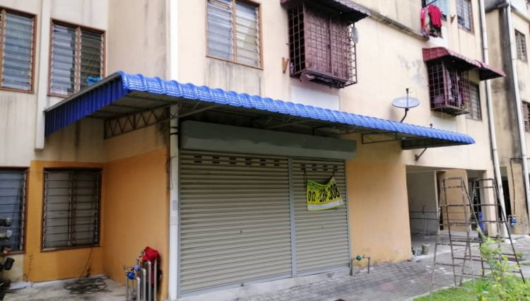 back old roller shutter and new awning (pay)